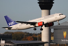 OY-KAY | SAS Scandinavian Airlines A320-232 | Manchester Ringway Airport EGCC/MAN | 08/11/19 (MichaelLeung213) Tags: sas scandinavian airlines systems air aircraft oykay airbus industrie a320 a320200 a320232 wingtips viking manchester ringway international airport egcc man spotting mound avp southside field 05r takeoff tower tcx thomas cook spotato photography plane