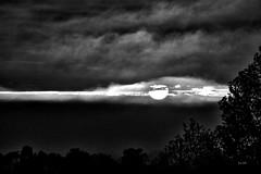 """Série """"Ciel et nuages"""" (EmArt baudry) Tags: ciel sky skyporn nuages clouds hdr soleil sunset rouge red couleur colors paysage landscape gard occitanie nikon nature emart emmanuellebaudry composition"""