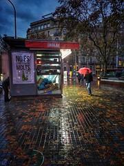 Barcelona. Días de lluvia. Rainy days. (Lucio José Martínez González) Tags: luciojosémartínezgonzález luciojmartinez barcelona cataluña catalonia españa spain lluvia rain ciudad city people gente asbeautifulasyouwant ngc hdr barcelonaexperience