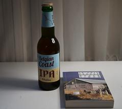 Usual suspect (monsieur Burns) Tags: sonyphotographing lacôteperdue belgiancoast ipa stfeuillien bookslibroslivros