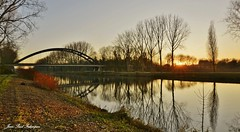 Sunset (jean-paul Falempin) Tags: fleuve rivière rives nature rivages pont reflets couleurs campagne arbres sunset automne ruruisseaurivière paysage marculescueugendreamsoflightportal