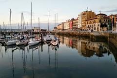 Puerto de Gijón (Micheo) Tags: puertodegijón sunset cimavilla gijón asturias mar sea water boats barcos puerto harbour puenteenasturias