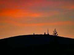 Farbenspiel der untergehenden Sonne auf der Brockenkuppe (Corno3) Tags: lichter brockenkuppe drausen leica winter wernigerode sonne sonnenuntergang panasonic natur abend gx80 100400mm harz brocken sachsenanhalt deutschland