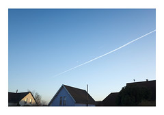 _B002430 (Jordane Prestrot) Tags: ♐ jordaneprestrot ciel sky cielo toit roof techo avion plane avión lune moon luna