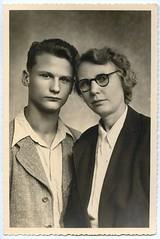 . (Kaïopai°) Tags: portrait portraiture mann man homme vintage ddrmode mode fashion brille lunette glasses kragen jacket