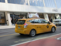 2019 CATS Movie Musical Ad on top of Taxi Cab 1336 (Brechtbug) Tags: 2019 cats scalp riding top taxi cab movie musical broadway billboard kinda look like mutants new york city 12052019 nyc action andrew lloyd webber 80s winter garden theater show portrait poster standee theaters 7th ave 41st street above times square