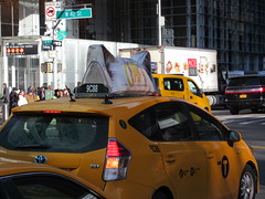 2019 CATS Movie Musical Ad on top of Taxi Cab 1334 (Brechtbug) Tags: 2019 cats scalp riding top taxi cab movie musical broadway billboard kinda look like mutants new york city 12052019 nyc action andrew lloyd webber 80s winter garden theater show portrait poster standee theaters 7th ave 41st street above times square