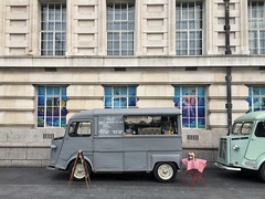 Brit Dogging (misterbigidea) Tags: lunch city urbaneats building grey london parked snack hungry hotdog vintage classic citroen foodtruck