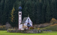 San Giovanni in Ranui (giannipiras555) Tags: chiesa natura alberi altoadige dolomiti montagna autunno paesaggio
