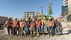 Viaduct removal crew with the last piece (WSDOT) Tags: seattle gp construction wsdot alaskan way viaduct replacement demolition 2019 lenora street columns