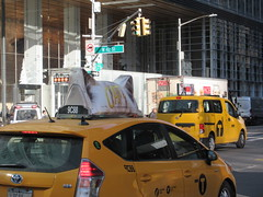 2019 CATS Movie Musical Ad on top of Taxi Cab 1333 (Brechtbug) Tags: 2019 cats scalp riding top taxi cab movie musical broadway billboard kinda look like mutants new york city 12052019 nyc action andrew lloyd webber 80s winter garden theater show portrait poster standee theaters 7th ave 41st street above times square