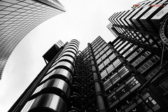 Lloyd's of London (Roberto Marzola) Tags: glass cityoflondon england london tower modern officeblock reflection londra builtstructure buildingexterior building lloydsbuilding greatbritain uk lowangleview blackandwhite robertomarzola