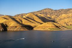 evening boat trip on Lake Kaweah (kleiner_eisbaer_75) Tags: lake kaweah california usa see stausee abendstimmung evening licht light wasser boot boat trip natur nature sonne sun