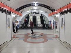 Liverpool St Esc 789 19-07-04 (104) (Funny Cyclist) Tags: london underground tube station rail train