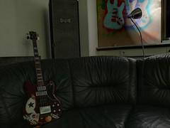 Bass & Graffiti (shortscale) Tags: guitar proberaum mellah bandhaus bass sgbass graffiti box lautsprecher winston strat stencil polverini