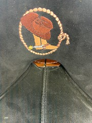 11174 (sportssaddlesalem) Tags: 11174 baby bob barrel racer cowboy hat boot embroidery black suede seat 5 cantle smoothout so antique brown round skirt bone buckstitching buckstitch bs 18 lh leather horn embroidered