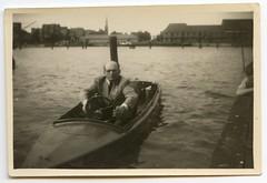 . (Kaïopai°) Tags: vintage boot boat see lake man mann homme hombre