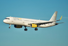 Vueling A321 (Deepgreen2009) Tags: transport spanish vueling airliner aeroplane airport gatwick landing approach airbusa321