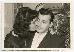 . (Kaïopai°) Tags: vintage kuss verwunderung abneigung zögern love pärchen disharmonie woman femme frau frow man mann homme hombre