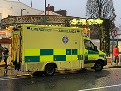 HSE / NAS Mercedes Sprinter Ambulance - Eyre Square, Galway - December 2019 (firehouse.ie) Tags: eyresquare galway ireland sprinter mercedes benz ambulances ambulance
