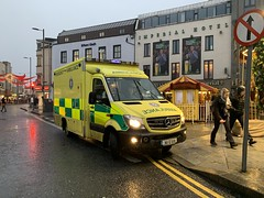 HSE / NAS Mercedes Sprinter Ambulance - Eyre Square, Galway - December 2019 (firehouse.ie) Tags: vehicles vehicle emergency ireland galway mercedessprinter mercedesbenz mercedes krankenwagen ambulansa ambulans ambulanz ambulanza ambulancia ambulances ambulance ems nas hse
