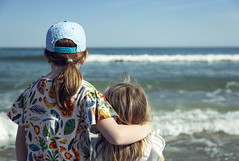 We're In This Together (matthewkaz) Tags: madeleine norah daughter daughters child children sisters thepieratgardencity ocean atlanticocean water waves beach gardencity myrtlebeach sc southcarolina 2019 arms hat