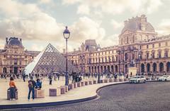 Musée du Louvre (Ro Cafe) Tags: paris louvre autumn city cityscape architecture urban museum art nikkor2470mmf28 sonya7iii