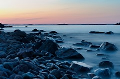 Pebble hour (Stefano Rugolo) Tags: stefanorugolo pentax k5 pentaxk5 smcpentaxda1855mmf3556alwr kmount longexposure seascape landscape balticsea coastline sweden sea water sky