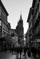 Saint Mary's Basilica (Konrad Niechwiej) Tags: florianska street saint mary basilica church cracow krakow lesser poland tourist people crowd old town