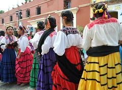 Dancers Oaxaca Mexico Women Mujeres (Teyacapan) Tags: trajes zapotec oaxaca mexican ropa clothing women sanvicentecoatlan ejutla