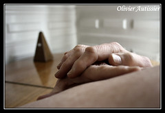Pierre II - 09 (L'il aux photos) Tags: homme man mâle masculin main hand