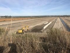 Base travaux TGV LGV ...cette plateforme était prévue pour la maintenance des TGV . Elle est entrain d'être couverte - (automne 2019) - par des déchets inertes !!! Quel cachis (6franc6) Tags: occitanie languedoc gard 30 nîmes novembre 2019 6franc6 vélo kalkoff vae