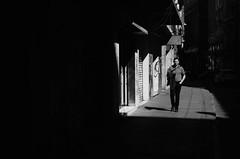 Entre Lineas Y  Sombras (natan_salinas) Tags: valparaíso valpo streetphotography fotografíaurbana fotografíacallejera bw blackwhite blanconegro bn blancoynegro blackandwhite monocromático monochrome nikon gente look people city ciudad d5100 calle street architecture noiretblanc urbe urban urbano arquitectura luz light shadow sombras 50mm man male hombre