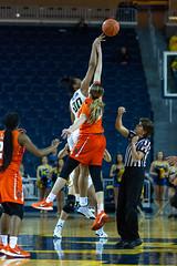 MGoBlog-JD Scott_University of Michigan-Women's Basketball-Syracuse-12.5.19-2-26 (MGoBlog) Tags: 2019 annarbor basketball crislercenter december jdscott michigan orange sports syracuseuniversity universityofmichigan wolverines womensbasketball mgoblog syracuse wwwmgoblogcom