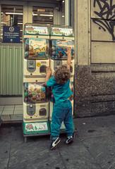 Italy - Milan (SergioQ79 - Osanpo Photographer -) Tags: italy italia street people kid toy nikon 7200 2019 milan milano