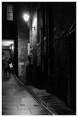 The Kiss, Royal Mile, Edinburgh (S.R.Murphy) Tags: edinburgh fujifilmxf35mmf2 night nov2019 urban urbanlandscape fujifilmxt2 nightphotography socialdocumentary streetphotography people couple kiss bnw bw blackandwhite