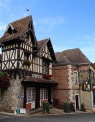 Bourbon Lancy - Saône-et-Loire (Cherryl.B) Tags: bourgogne tourisme touristique médiéval bourbonnais maisons colombages pittoresque