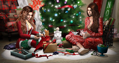 Gift wrapping (meriluu17) Tags: astralia sintiklia christmas holiday wrapping wrap gift presents people cozy friends sisi sisters portrait them focus coffee