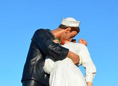 The Kiss (davids pix) Tags: peace kiss sculpture portsmouth royal navy dockyard george mendonsa greta friedman alfred eisenstaedt waorl war vj day 2019 03122019