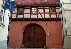 Quedlinburg (Schwanzus_Longus) Tags: quedlinburg german germany old classic vintage historic house building gate