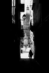 002076 (la_imagen) Tags: palermo sicily sizilien sicilya sicilia italy italia italien italya centrostorico sw bw blackandwhite siyahbeyaz monochrome street streetandsituation sokak streetlife streetphotography ‎strasenfotografieistkeinverbrechen menschen people insan light shadow licht schatten gölge ışık silhouette silhuette siluet cathedral