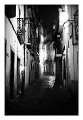 *Alfama. (niko**) Tags: konica hexarrf leica noctilux50mmf10 e60 kodak trix400 135 35mm filmphotography lisboa lisbon alfama ruadosalvador fivedaysinlisbon