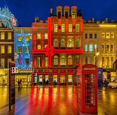 Cartier New Bond Street Boutique - London, UK (davidgutierrez.co.uk) Tags: london photography davidgutierrezphotography city art architecture nikond810 nikon urban travel color night blue photographer tokyo paris bilbao hongkong christmas uk person people bridge londonphotographer twilight bluehour colors colour colours colourful vibrant england unitedkingdom 伦敦 londyn ロンドン 런던 лондон londres londra europe beautiful cityscape davidgutierrez capital structure britain greatbritain ultrawideangle afsnikkor1424mmf28ged 1424mm d810 arts landmark attraction historic iconic icon touristattraction street streetphotography 倫敦 shopping luxury designer xmas oxfordcircus westminster cartier newbondstreetboutique redphonebox jeweler