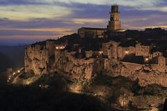 Pitijjanu sunset (Paolo Dell'Angelo (JourneyToItaly)) Tags: pitigliano provinciadigrosseto toscana italia sunset village tuscany italy tramonto lighting maremma sperone tufo