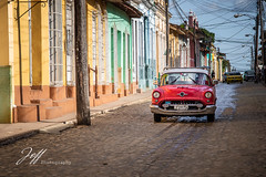 Dans les rues de Trinidad (Jeff-Photo) Tags: america amérique cu cub continentsetpays cuba trinidad rue street town vacances ville voitureaméricaine voyage flickrunitedaward