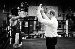 45752 - Count (Diego Rosato) Tags: boxe boxing pugilato boxelatina nikon d700 tamron 2470mm rawtherapee ring match incontro arbitro referre bianconero blackwhite count conteggio