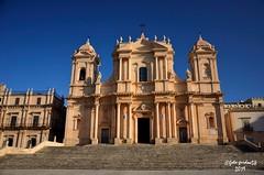 Noto (SR), la facciata della Cattedrale di San Nicolò ( (guidoa58) Tags: guidoa58 viaggio sicilia trinacria barocco unesco valdinoto cattedrale chiesa gradinata