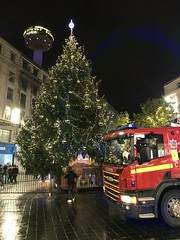 Liverpool (Flikrman Gaz) Tags: tower christmas night red scania