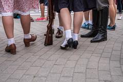 untitled (gregor.zukowski) Tags: warsaw warszawa street streetphoto streetphotography peopleinthecity candid guns history colorstreetphoto warsawuprising military fujifilm shoes legs