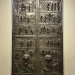 32 Бронзовые врата Епископа Бернварда, 1015. Собор Успения,  Хильдесхайм, Германия